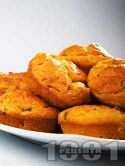 Хляб от царевично и пшеничено брашно с кисело мляко, чушка и тиквичка - снимка на рецептата